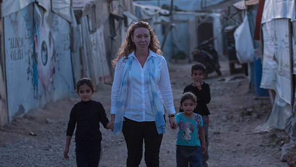 Melissa Mitchell with children at the refugee camp
