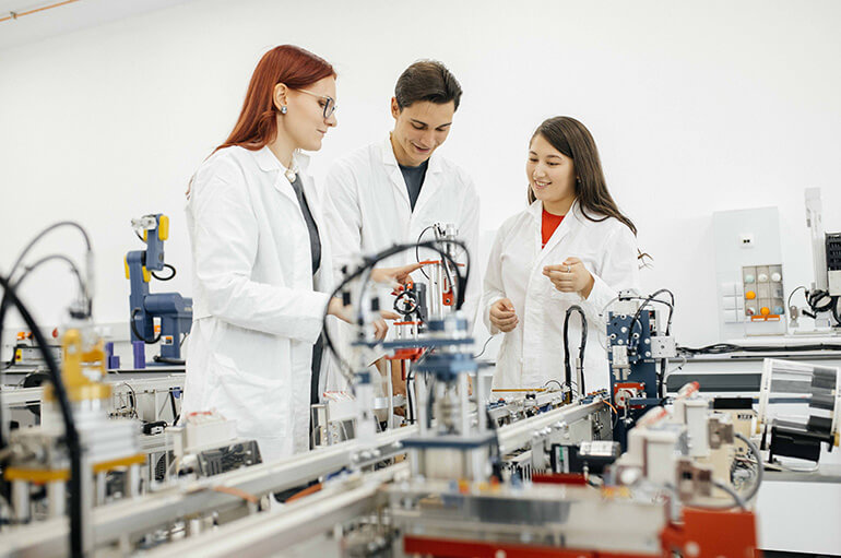 NU student researchers in laboratory